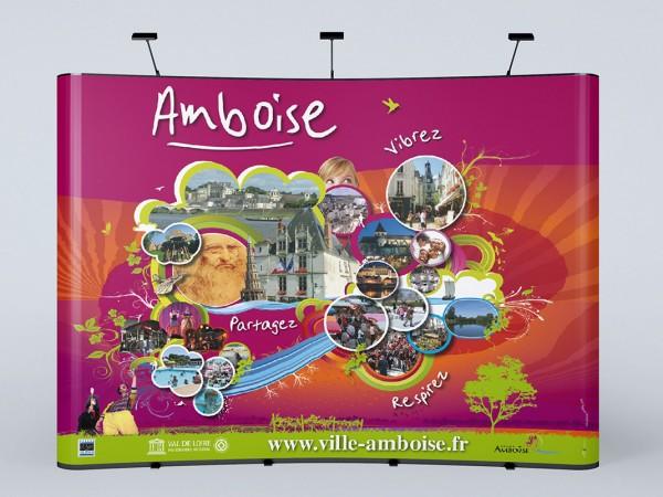 <span>Amboise</span><i>→</i>