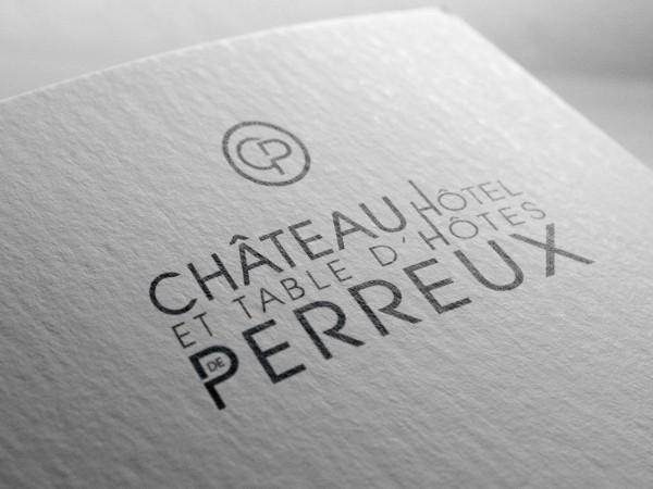 <span>Chateau de Perreux</span><i>→</i>